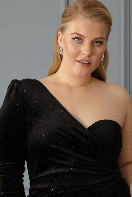 Black plus size velvet sleeveless maxi dress