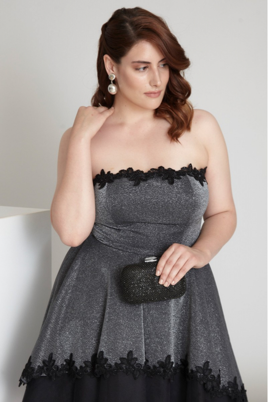 Black plus size knitted strapless mini dress