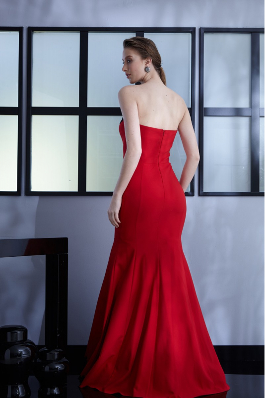 Red crepe maxi strapless dress