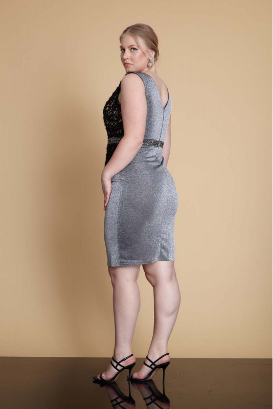 Black plus size knitted sleeveless mini dress